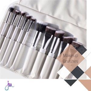 ●10-Piece Sculpting Brush Set + Brush Roll ●